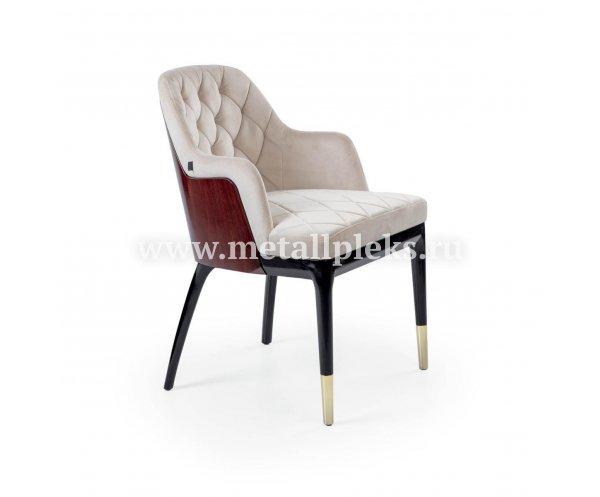 Кресло на деревянном каркасе Kilian